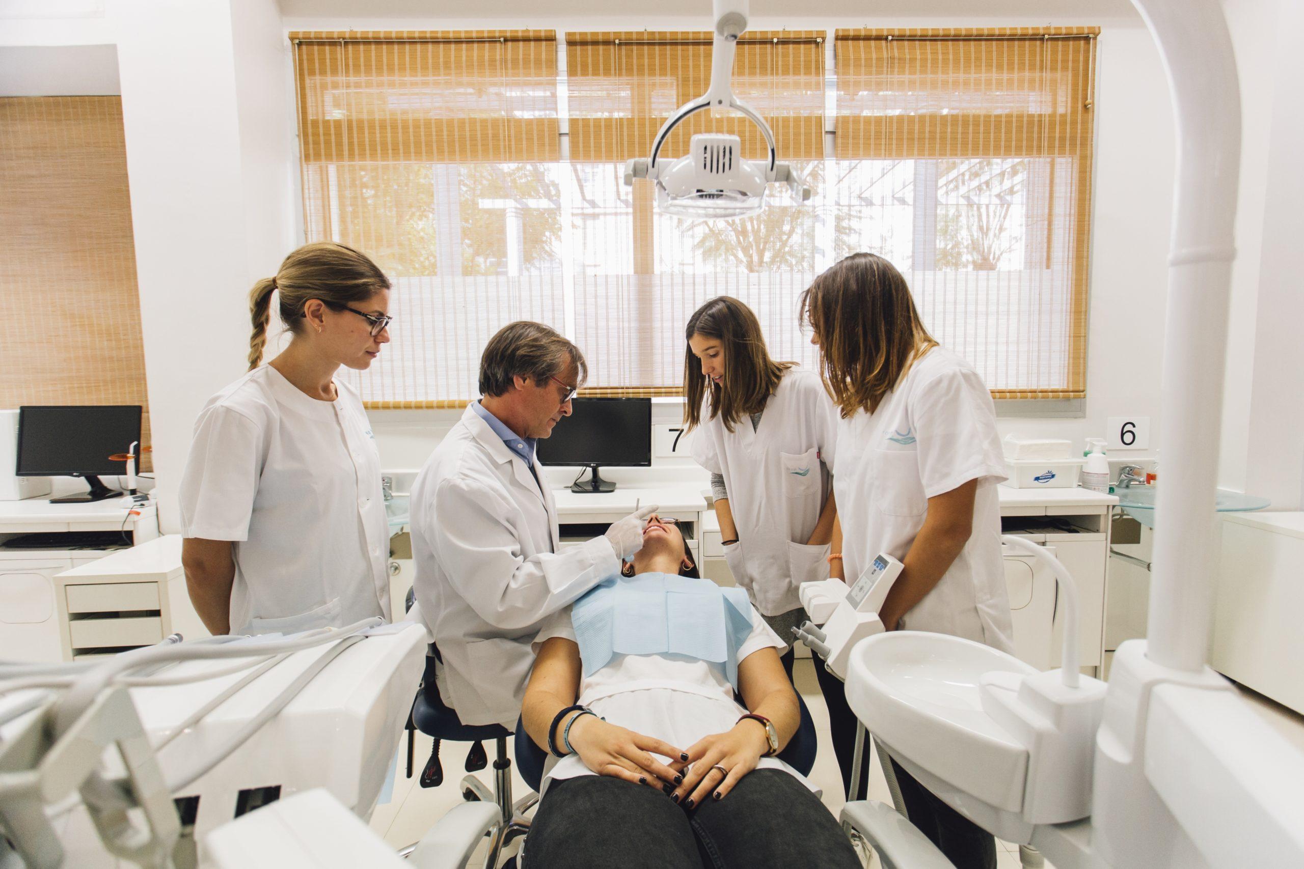 Profesores formación alumnos odontología