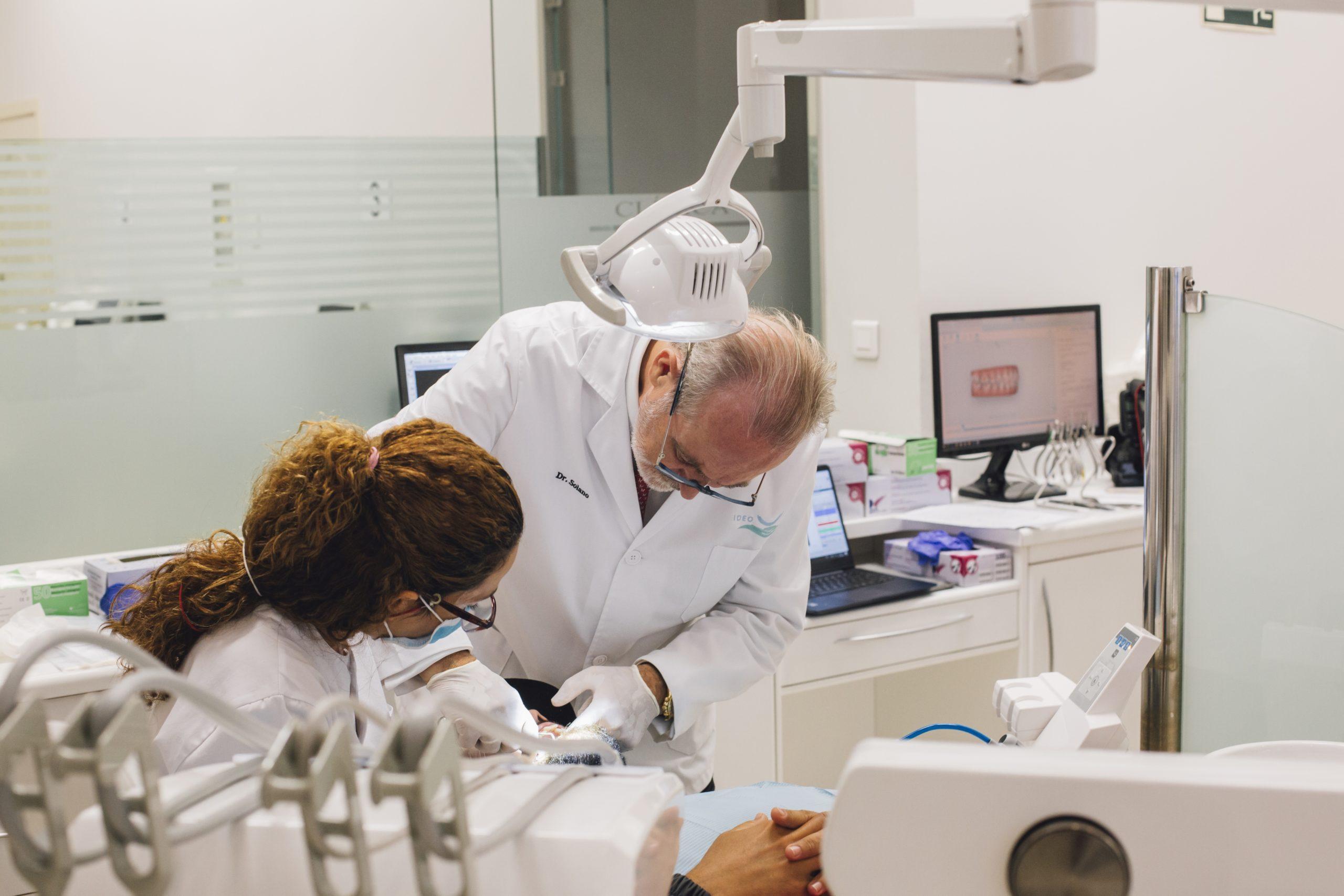 Alumnos formación odontología